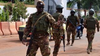 L'armée malienne annonce la mort de 14 soldats dans l'attaque du camp de Soumpi
