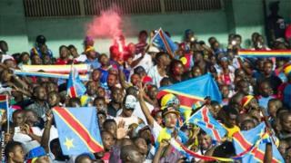 Des supporters des Léopards de la RDC au stade des Martyrs, à Kinshasa