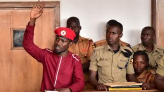 Le député Kagulanyi Robert, alias la pop star ougandaise Bobi Wine, figure de proue de l'opposition, a été arrêté le 29 avril, suite à une manifestation qu'il avait organisée l'année dernière, a déclaré son avocat.