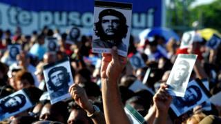 古巴人参加纪念切·格瓦拉去世五十周年活动