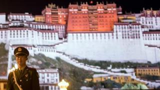 外國人進入西藏前,必須申請特別許可。
