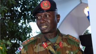 Général Ousman Badjie, ancien chef d'état-major des armées gambiennes limogé, est remplacé par le Général Massaneh Kinteh