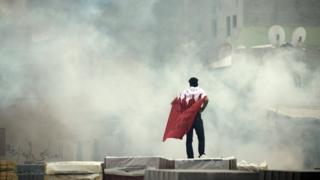 بعد از اعتراضهای سال ۲۰۱۱ در بحرین بارها دادگاههای گروهی در این کشور برگزار شده که مورد انتقاد سازمانهای حقوق بشری بوده است