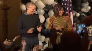 Барак и Мишель Обама танцуют
