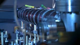 เครื่องมือสร้างสสารสถานะควบแน่น โบซ-ไอน์สไตน์ (เครื่องมือในภาพไม่ได้ใช้ในการทดลองครั้งนี้)