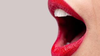Boca de mulher aberta