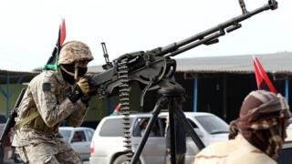Au moins 26 personnes ont péri dans les combats qui font rage depuis deux semaines à Sabratha selon une source procche du GNA