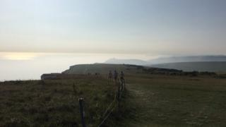 霧は海の方から来たと現場の人たちは話した