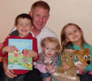 Andrew com seus filhos