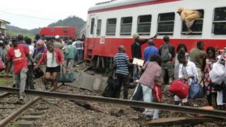 En octobre 2016, un train de la société ferroviaire Camrail, filiale du groupe français Bolloré, avait déraillé près d'Eseka, à 200 km au sud de Yaoundé, la capitale politique.