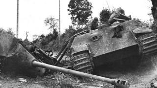 Подбитый немецкий танк в Нормандии