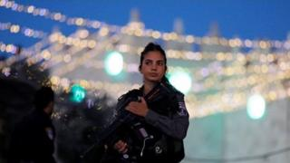Жінка-поліцейський, архів