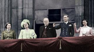 Черчилль та королівська родина
