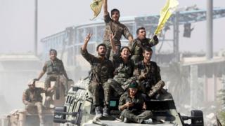 قوات سوريا الديمقراطية تحتفل بتحرير الرقة