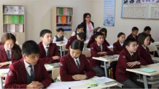 Кыргызстанда жалпысынан 2218 мектепте, 1 млн 200 миң чамалуу окуучу билим алат.