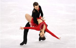 Yura Min and Alexander Gamelin perform their routine with Yura's arms outstretched