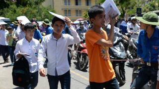 Học sinh sau một kỳ thi ở Hà Nội
