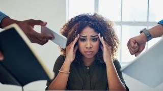 Una mujer estresada