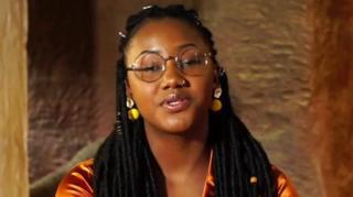 Toufah Jallow, une ancienne reine de beauté gambienne, affirme avoir été violée par l'ancien président gambien alors qu'il était encore en fonctions.