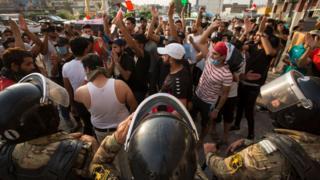 شهدت مدن عدة جنوبي العراق تظاهرات احتجاجا على تفشي البطالة والفساد وسوء الخدمات الحكومية