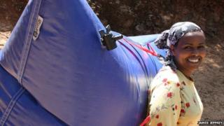 Ethiopian woman carrying a B-Energy balloon rucksack