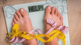 실험결과 일주일에 두 번 몸무게를 잰 사람들의 체중이 감소했다