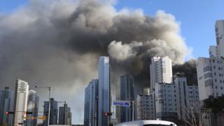 25일 오후 2시 50분쯤 수원 광교 공사현장에서 화재가 발생해 소방 당국 진화중이다