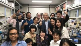 Tasuku Honjo et son équipe à l'université de Kyoto