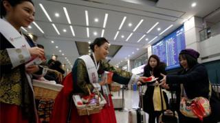 春节时韩国机场欢迎中国游客
