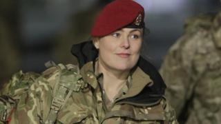британский солдат-женщина