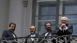Mohammad Javad Zarif (right) and members of the Iranian negotiating team at Palais Coburg hotel (10/07/15)