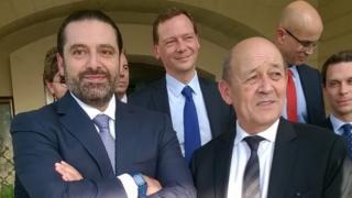 Jean-Yves Le Drian dey (R) do meeting with Saad Hariri (L)