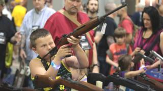 Child holds rifle at NRA convention