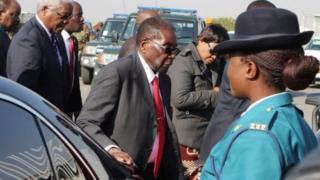 Hari ibihuha bivuga ko Perezida Mugabe yagiye kwivuza