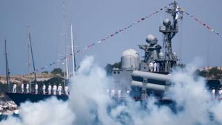 Российские корабли на параде в аннексированном Севастополе