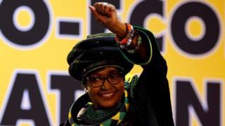 Winnie Mandela waxa ay noqotay siyaasiyad caan ah ka dib markii xisbiga ANC ay talada la wareegeen