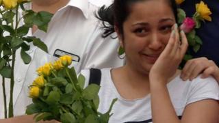 Una chica llora en la vigilia de Finsbury Park
