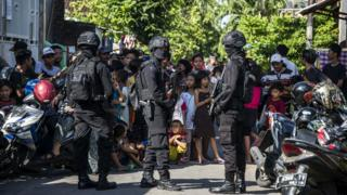 Penggeledahan rumah terduga ISIS di Surabaya, Jawa Timur, Juni 2017