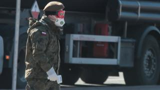 A Polish soldier at the Czech border