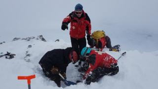 Rescue of avalanched skier