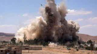 Tadmur prison being blown up