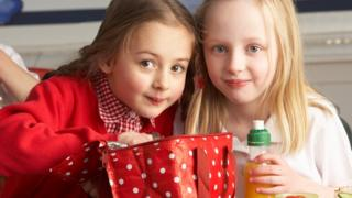 girls eating packed lunch