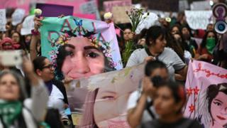 مسيرة النساء في مكسيكو سيتي للاحتجاج على العنف ضد المرأة