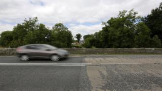 Car cross Irish border