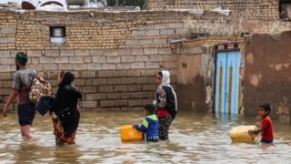 المياه تغمر الشوارع