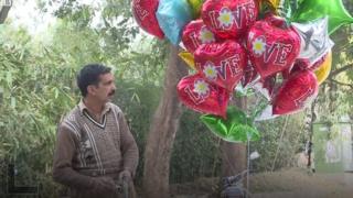 Bóng bay vắng khách trong dịp Valentine ở Pakistan
