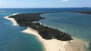 Vista aérea de Inskip Point con la última parte de la playa desaparecida.