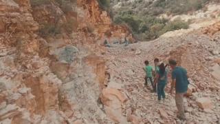 လက်ဘနွန် တောင်ကုန်းမြင့်ပေါ် ငါးရုပ်ကြွင်းရှာသူ