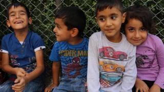 Kürtçe eğitim veren Ferzad Kemanger okulunun öğrencileri.