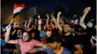 متظاهرون في بغداد